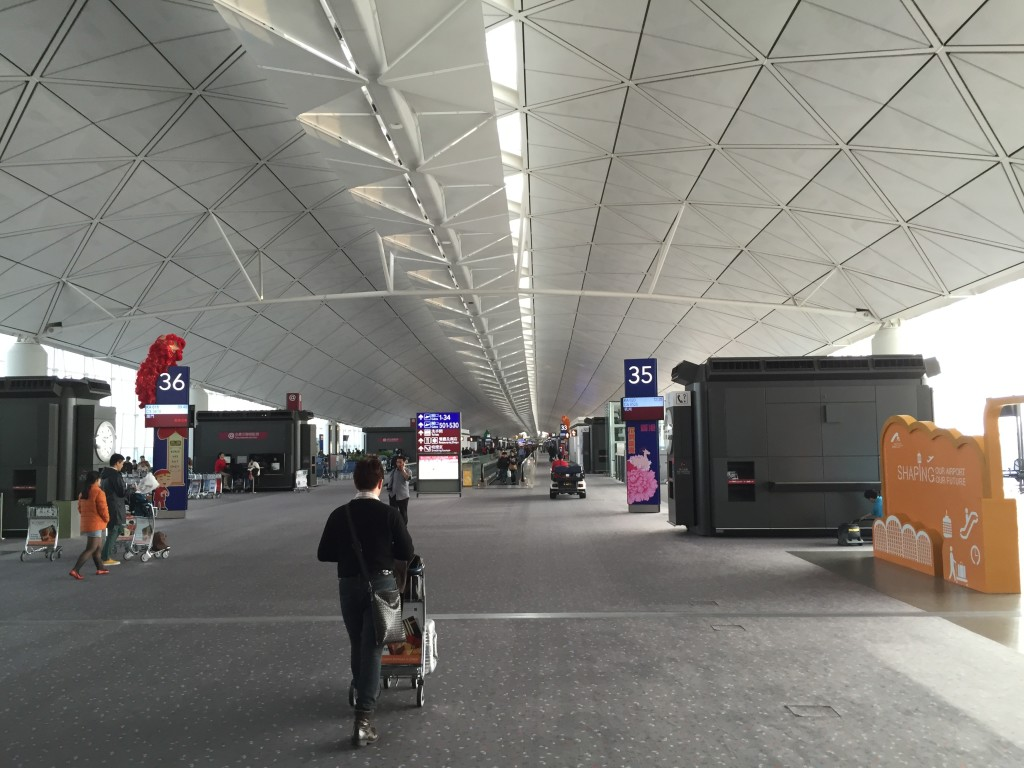 Hong Kong Airport - where is everyone?
