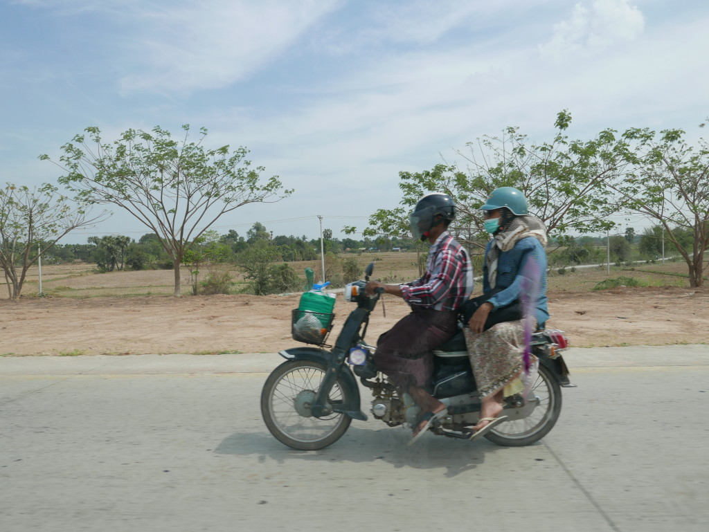 Fellow road users on the way to Mandalay