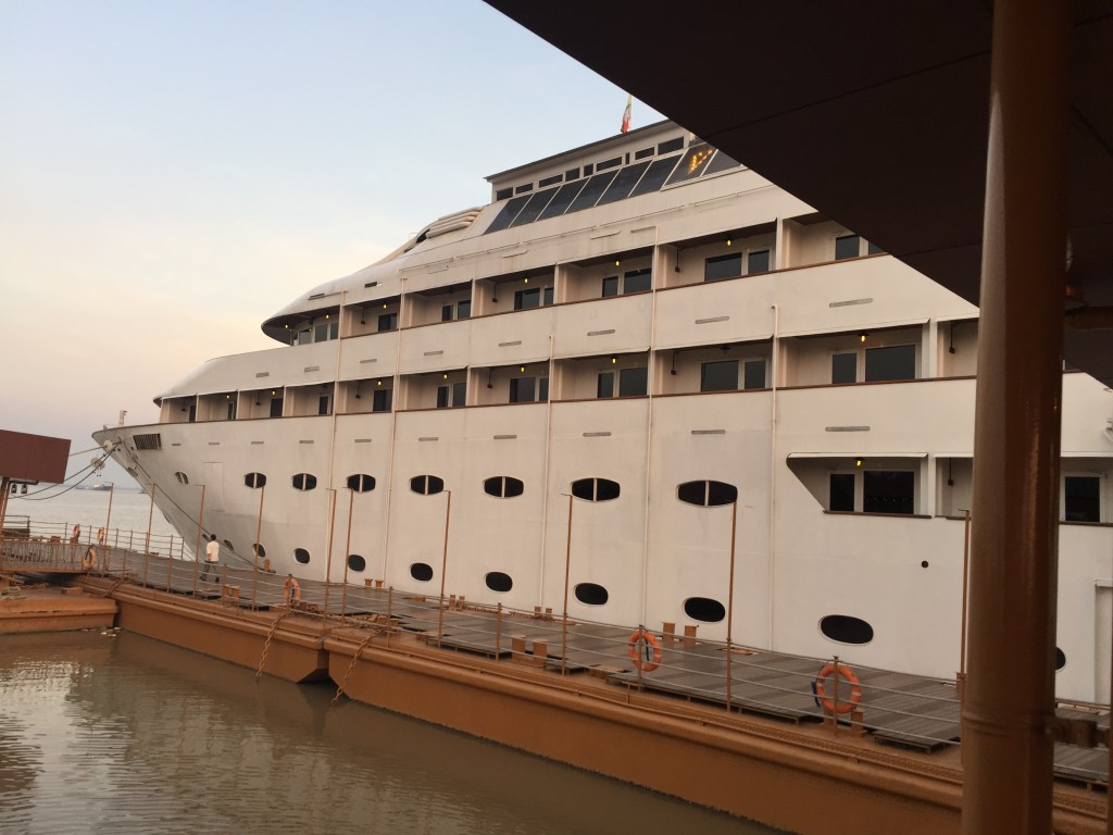 Vintage luxury yacht hotel yangon rangoon myanmar for Hotel vintage luxury yacht