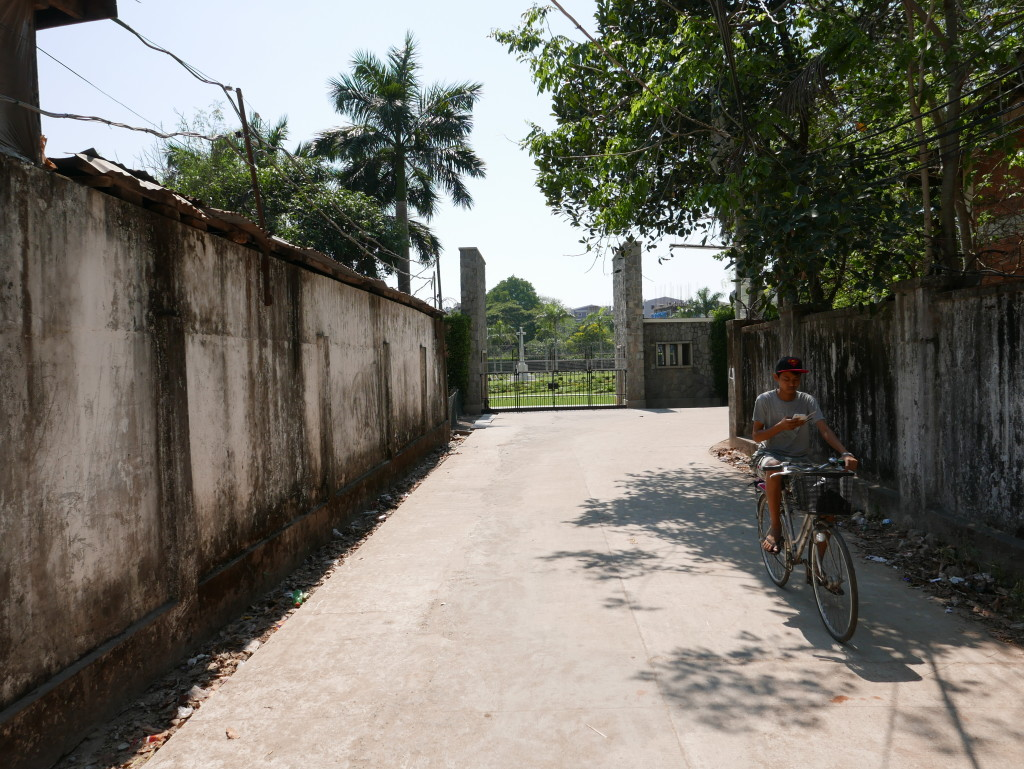Entrance to the Yangon/Rangoon War Cemetery is hidden down a little back road, there are no signposts