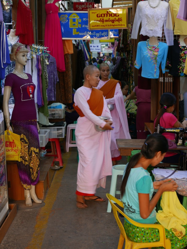 "The ""pink"" nuns of Myanmar (Burma) - Nuns in the market"