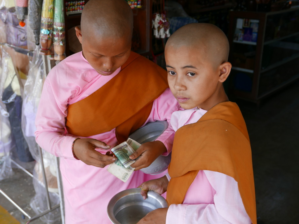 "The ""pink"" nuns of Myanmar (Burma) - Nuns counting their money"