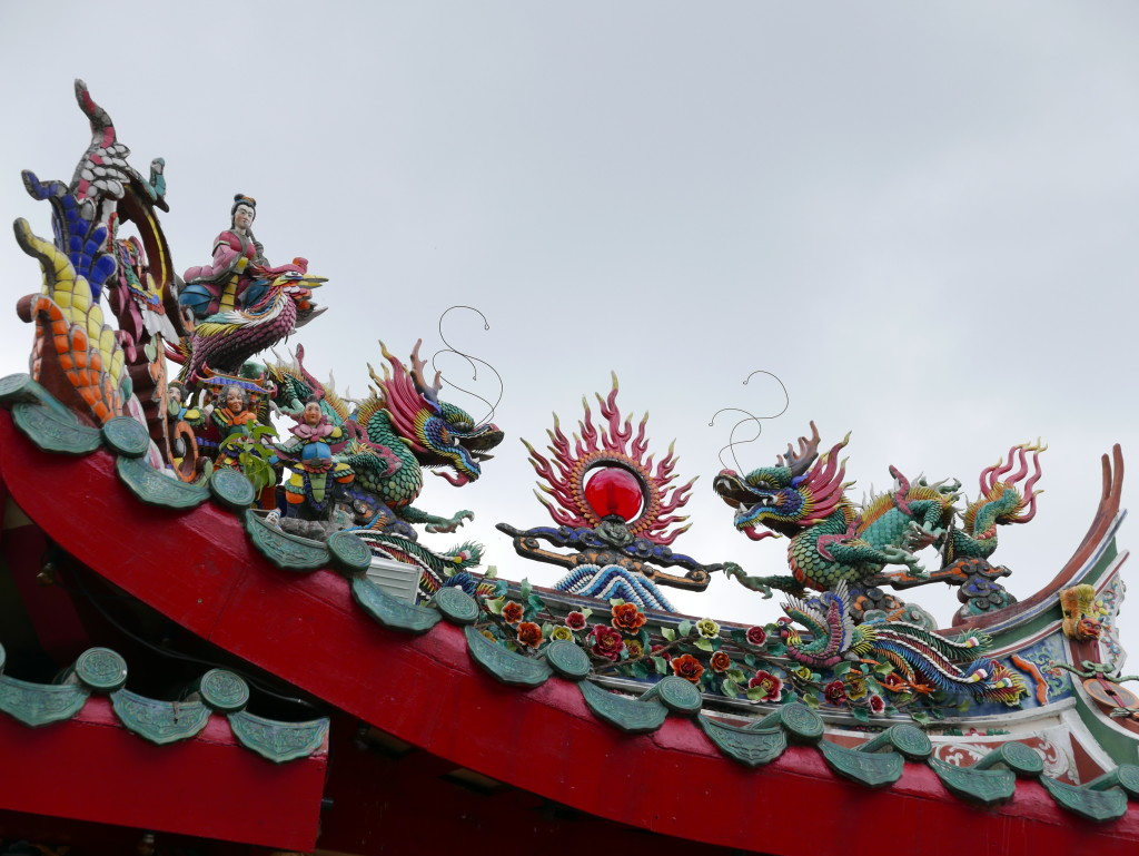 Fantastic roof design at the Hong San Si Chinese Temple