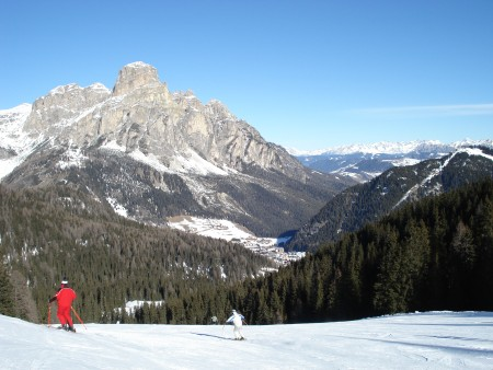The main ski areas are above the towns in plateaus below the pointed peaks. The scenery is amazing.  Lots of jagged peaks, cliffs and out-crops of rock.