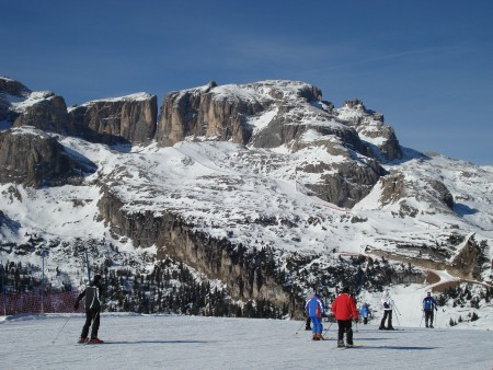 Good snow, sunshine and great runs - Corvara skiing