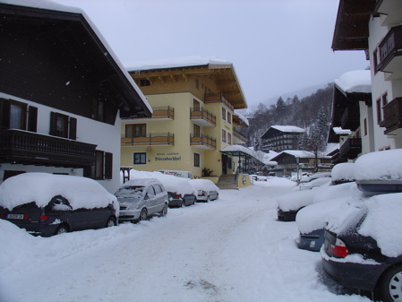 Too much snow in Saalbach - overnight we received even more snow!